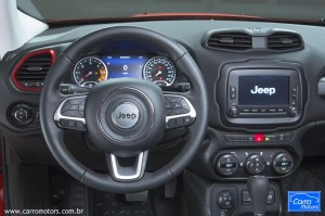 Interior do Jeep Renegade.